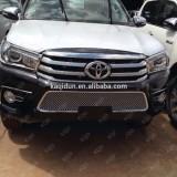 Хром решетка радиатора Toyota Hilux 2016+