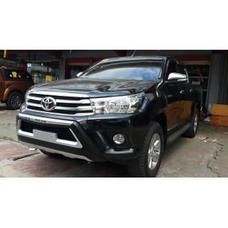 Накладка на передний бампер Toyota Hilux 2017+